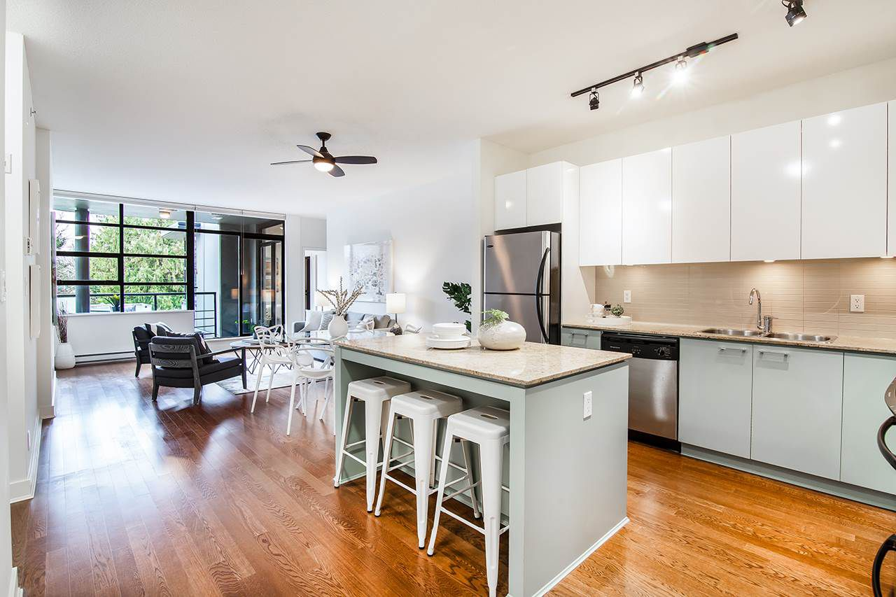 """Main Photo: 309 2828 YEW Street in Vancouver: Kitsilano Condo for sale in """"Bel-Air"""" (Vancouver West)  : MLS®# R2341848"""