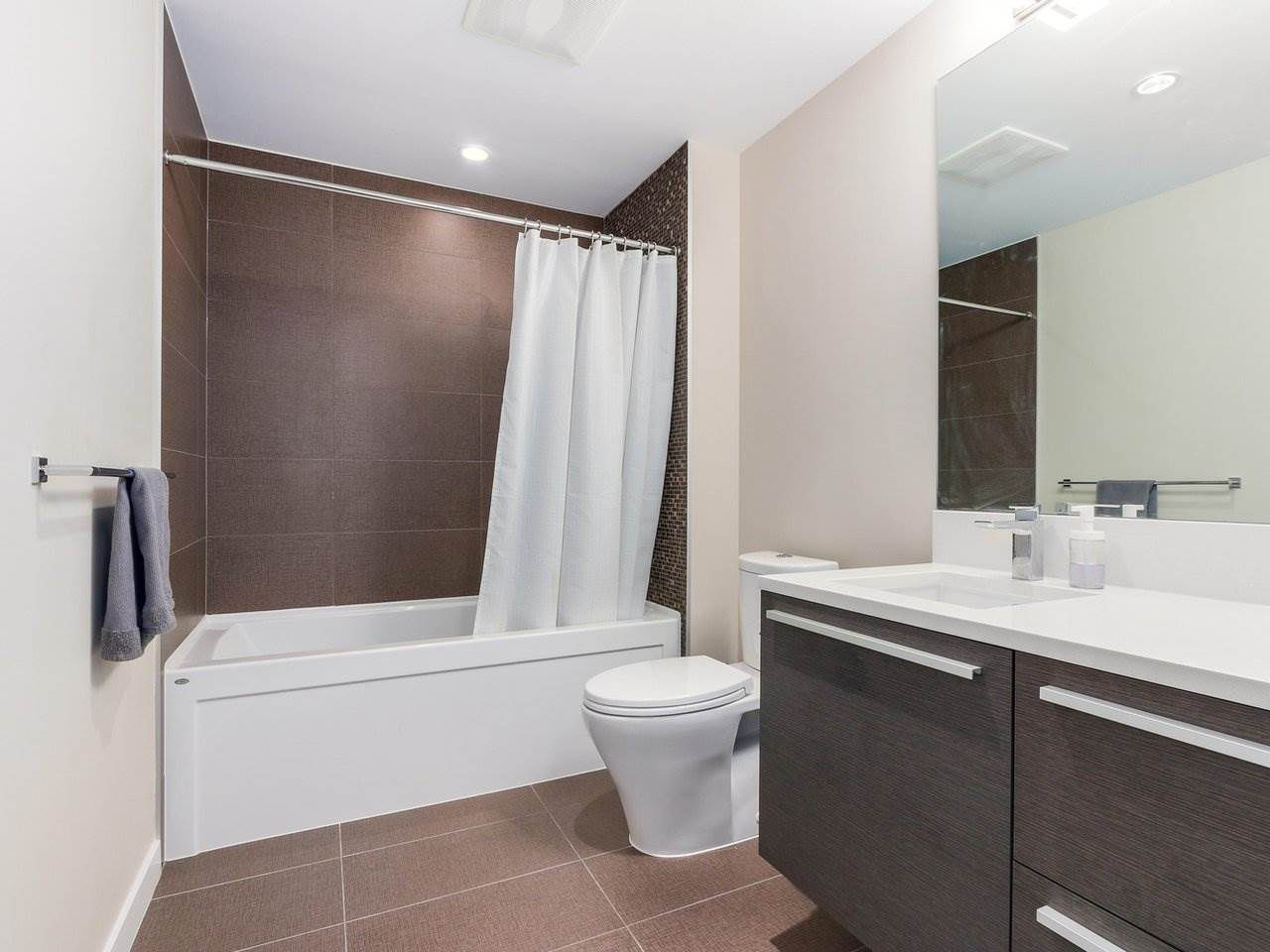 Photo 9: Photos: 1902 4485 SKYLINE Drive in Burnaby: Brentwood Park Condo for sale (Burnaby North)  : MLS®# R2378091