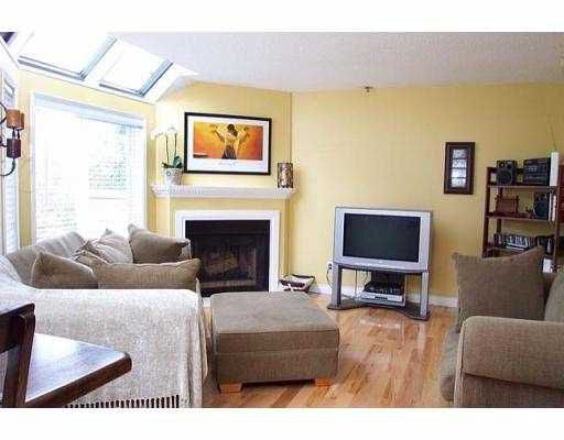 """Main Photo: A8 1100 W 6TH AV in Vancouver: Fairview VW Townhouse for sale in """"FAIRVIEW PLACE"""" (Vancouver West)  : MLS®# V560670"""