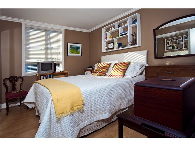 Main Photo: 404 2036 York Avenue in Vancouver: Kitsilano Condo for sale (Vancouver West)  : MLS®# v977132