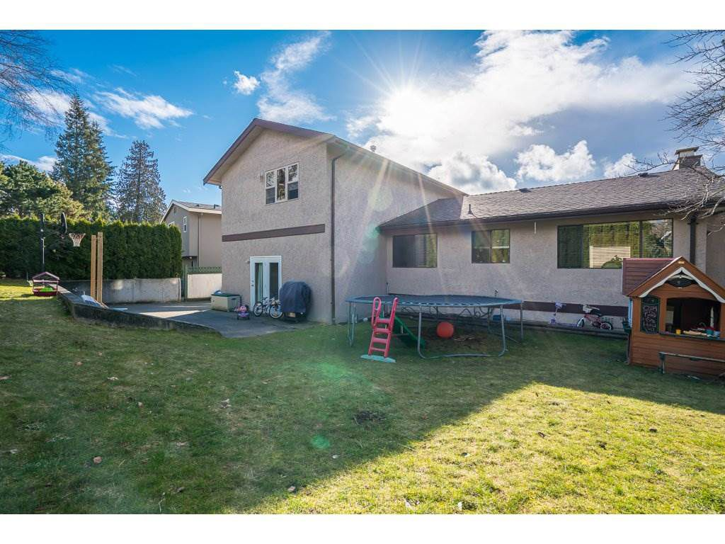 Main Photo: 2232 GUILFORD Drive in Abbotsford: Abbotsford East House for sale : MLS®# R2145802