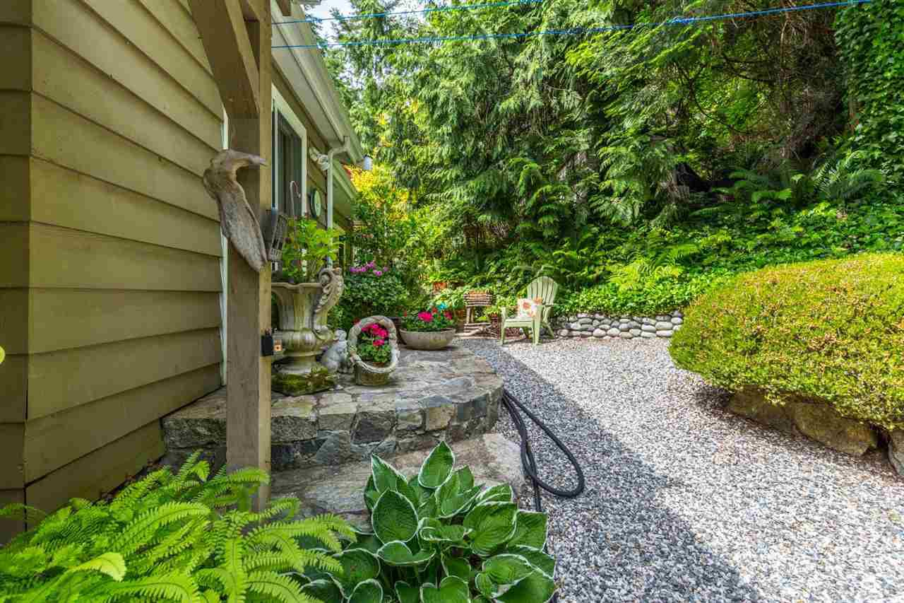 Photo 16: Photos: 8594 REDROOFFS Road in Halfmoon Bay: Halfmn Bay Secret Cv Redroofs House for sale (Sunshine Coast)  : MLS®# R2177411