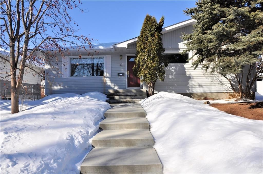 Main Photo: 15 WESTVIEW Drive SW in Calgary: Westgate House for sale : MLS®# C4173447
