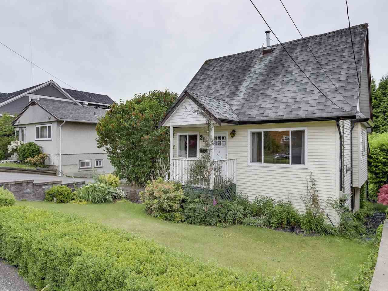 """Main Photo: 212 BLACKMAN Street in New Westminster: GlenBrooke North House for sale in """"GLENBROOKE NORTH"""" : MLS®# R2329737"""