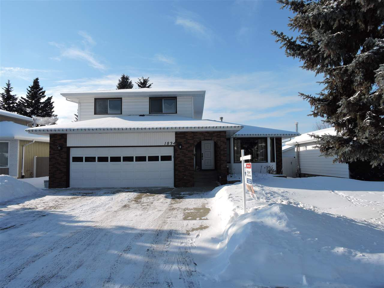 Main Photo: 1834 73 Street NW in Edmonton: Zone 29 House for sale : MLS®# E4143712