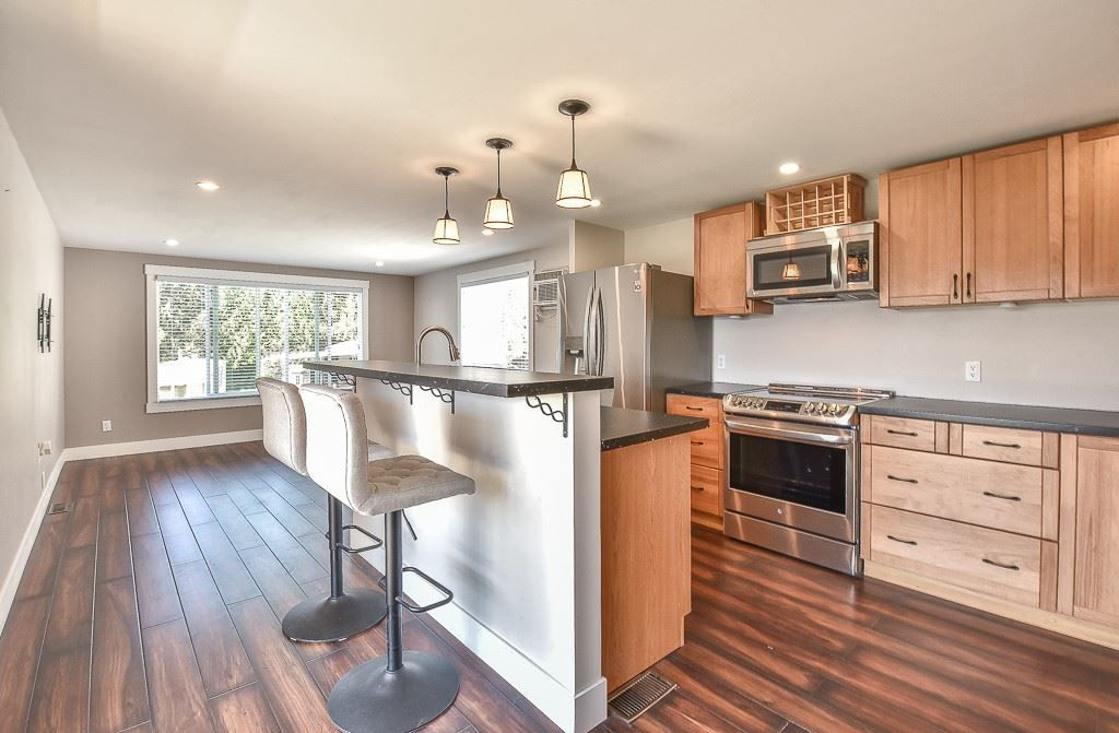 """Main Photo: 31 2035 MARTENS Street in Abbotsford: Poplar Manufactured Home for sale in """"Maplewood Estates"""" : MLS®# R2344599"""