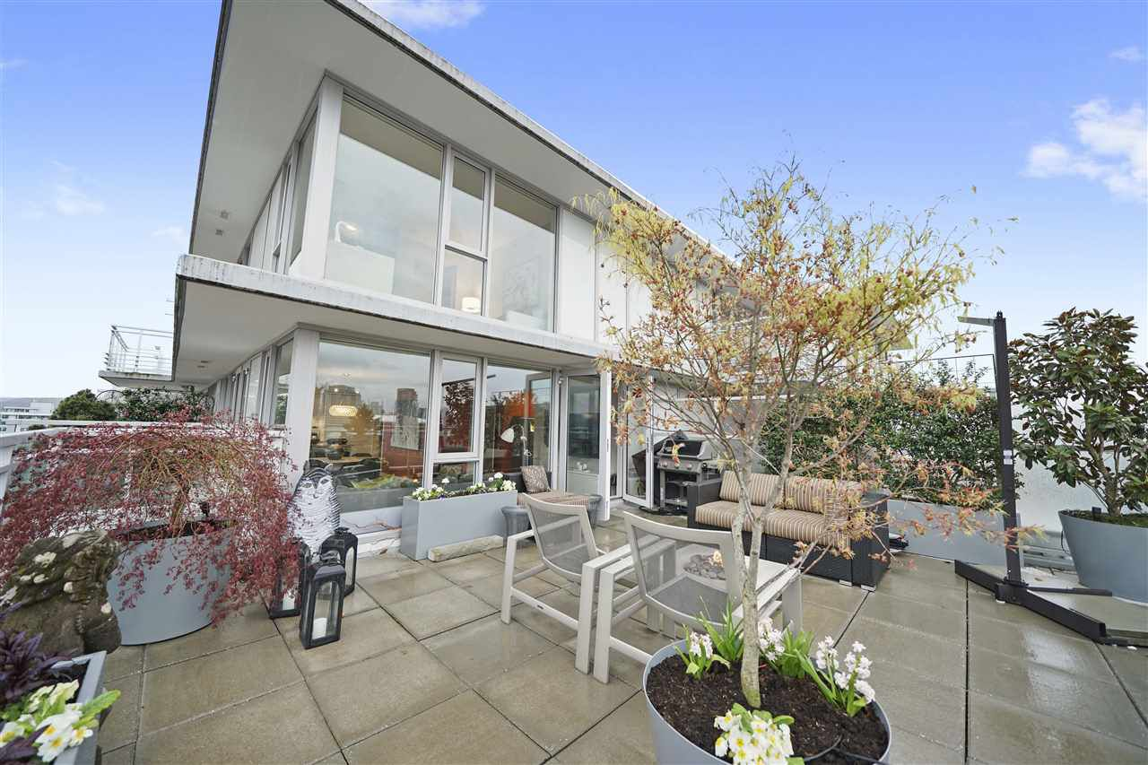 """Main Photo: PH3 188 KEEFER Street in Vancouver: Downtown VE Condo for sale in """"188 Keefer"""" (Vancouver East)  : MLS®# R2359448"""