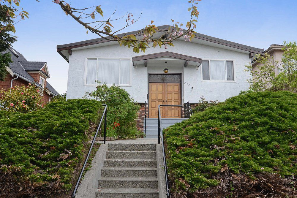 Main Photo: 243 East 20th Avenue in Vancouver East: Home for sale : MLS®# V1005618