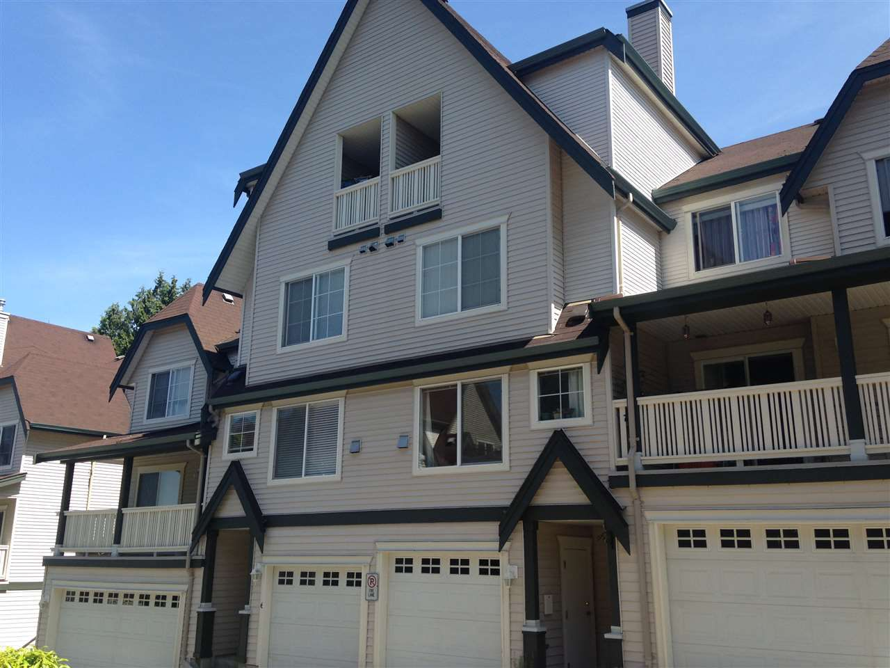 """Main Photo: 5 15355 26 Avenue in Surrey: King George Corridor Townhouse for sale in """"SOUTHWIND"""" (South Surrey White Rock)  : MLS®# R2068643"""