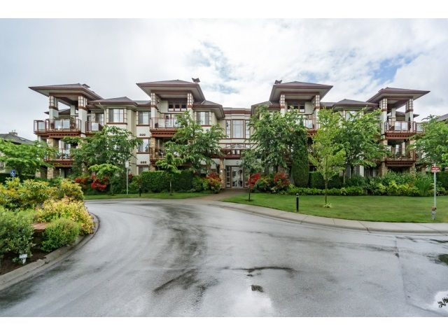 """Main Photo: 103 16483 64 Avenue in Surrey: Cloverdale BC Townhouse for sale in """"St. Andrews"""" (Cloverdale)  : MLS®# R2076042"""