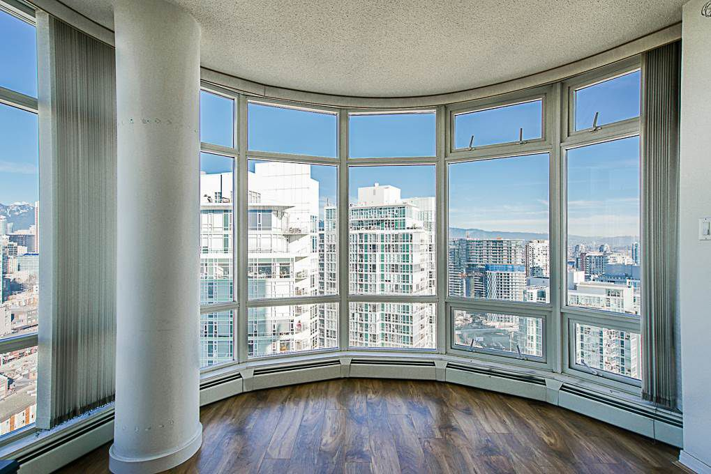 "Main Photo: 3505 1199 MARINASIDE Crescent in Vancouver: Yaletown Condo for sale in ""AQUARIUS 1"" (Vancouver West)  : MLS®# R2340002"