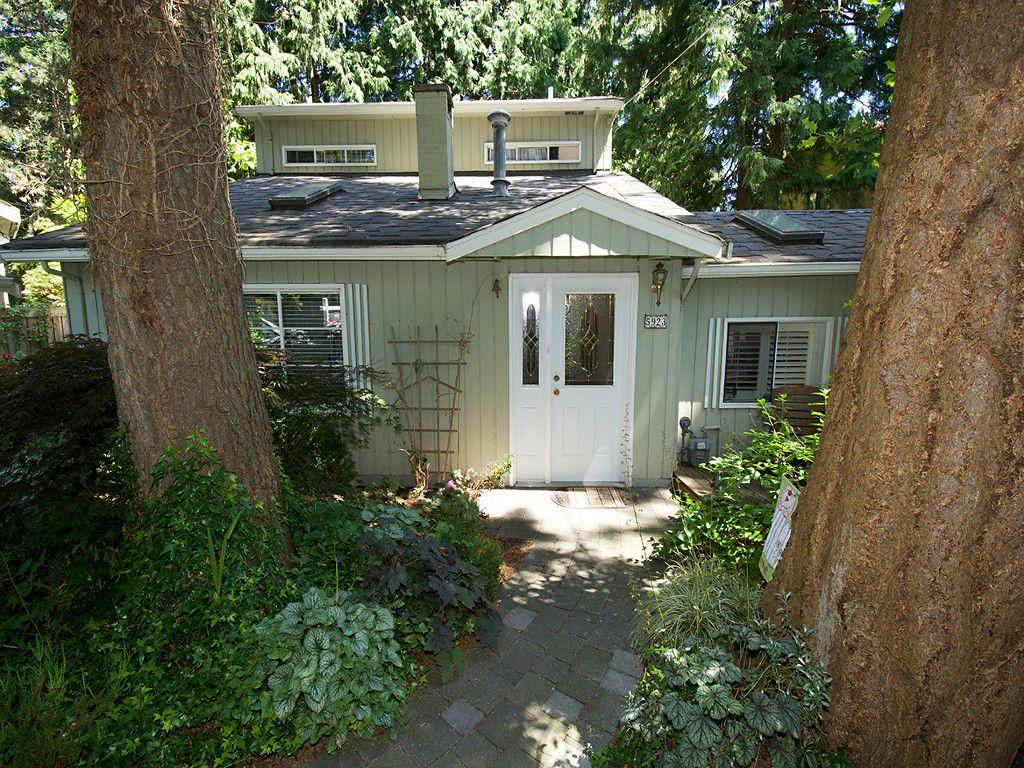 "Main Photo: 5923 WHITCOMB Place in Tsawwassen: Beach Grove House for sale in ""BEACH GROVE"" : MLS®# V1068503"