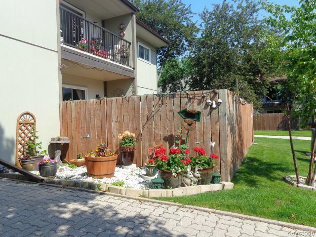 Main Photo: 526 Kenaston Boulevard in WINNIPEG: River Heights / Tuxedo / Linden Woods Condominium for sale (South Winnipeg)  : MLS®# 1516192