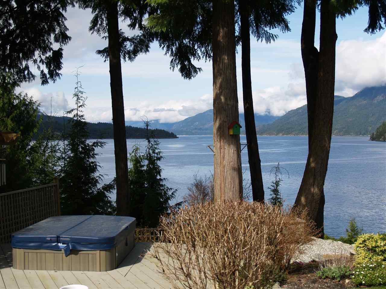 """Photo 8: Photos: 6478 N GALE Avenue in Sechelt: Sechelt District House for sale in """"THE SHORES"""" (Sunshine Coast)  : MLS®# R2201773"""