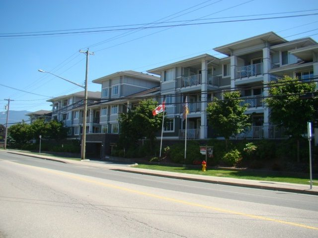 """Main Photo: 223 46262 FIRST Avenue in Chilliwack: Chilliwack E Young-Yale Condo for sale in """"THE SUMMIT"""" : MLS®# R2220303"""
