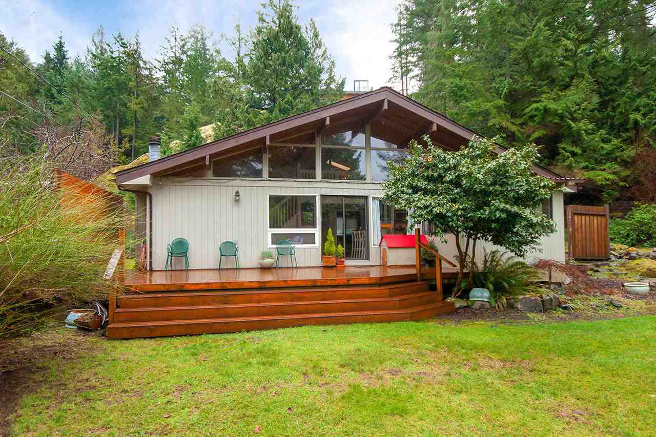 Main Photo: 895 Windjammer Road in Bowen Island: Bluewater House for sale : MLS®# R2232245