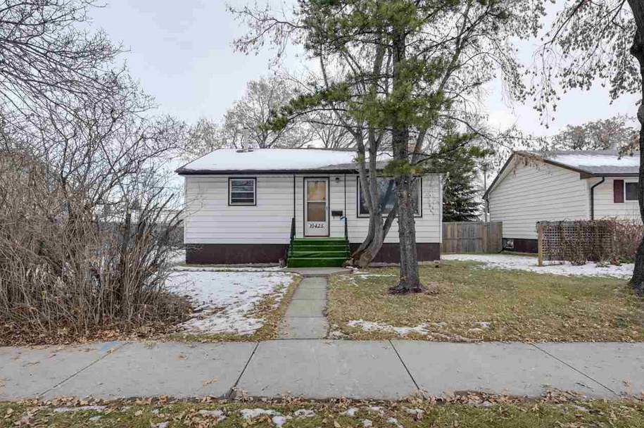 Main Photo: 10425 163 Street in Edmonton: Zone 21 House for sale : MLS®# E4145689