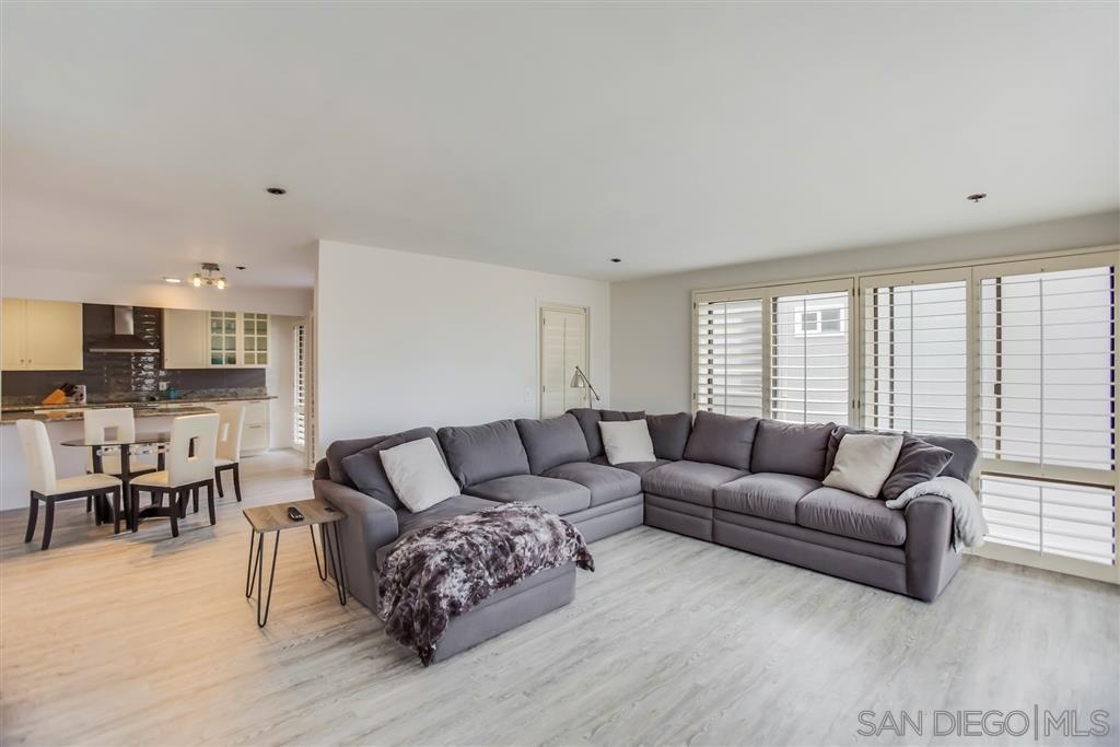 Main Photo: LA JOLLA Condo for sale : 3 bedrooms : 2130 Vallecitos #244