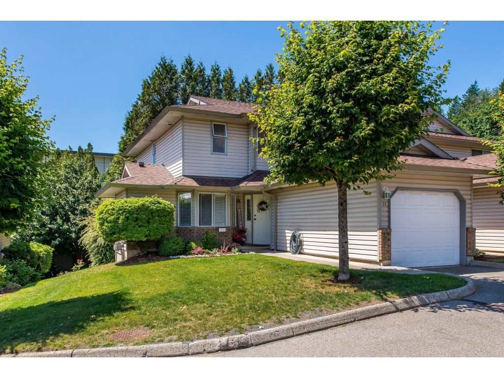 """Main Photo: 29 2023 WINFIELD Drive in Abbotsford: Abbotsford East Townhouse for sale in """"MEADOWVIEW ESTATES"""" : MLS®# R2378347"""