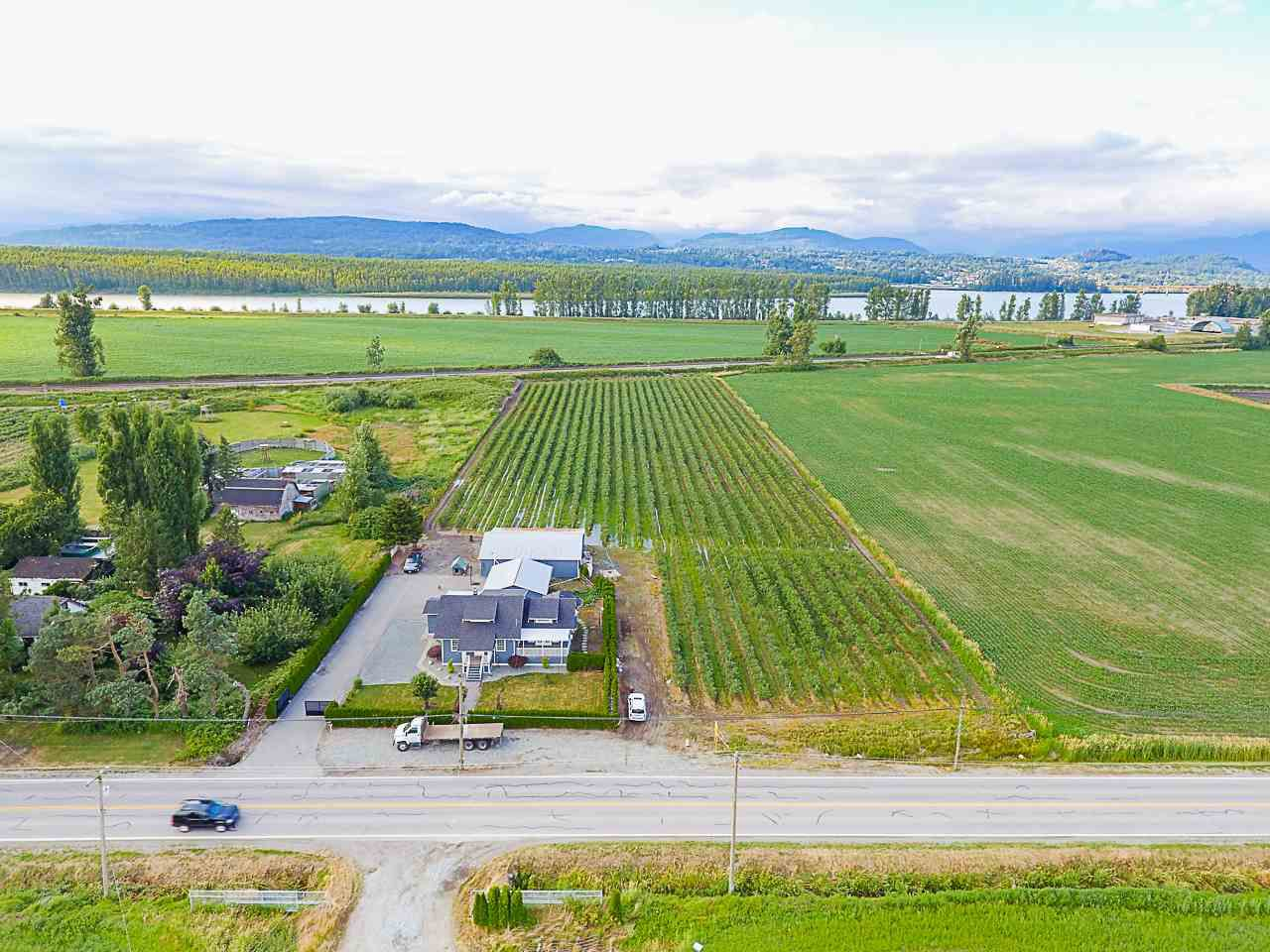 Main Photo: 32263 HARRIS Road in Abbotsford: Matsqui House for sale : MLS®# R2385141