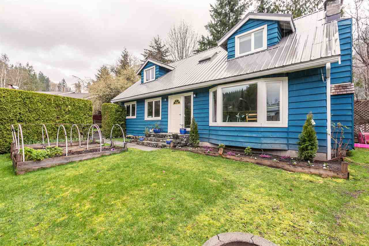 """Main Photo: 1107 PLATEAU Crescent in Squamish: Plateau House for sale in """"PLATEAU"""" : MLS®# R2050818"""
