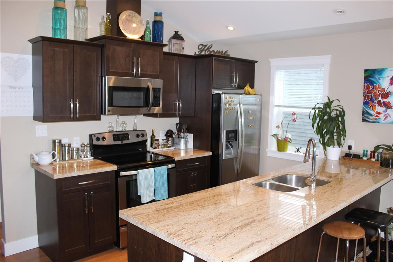 Photo 2: Photos: 207 518 SHAW Road in Gibsons: Gibsons & Area Townhouse for sale (Sunshine Coast)  : MLS®# R2053889