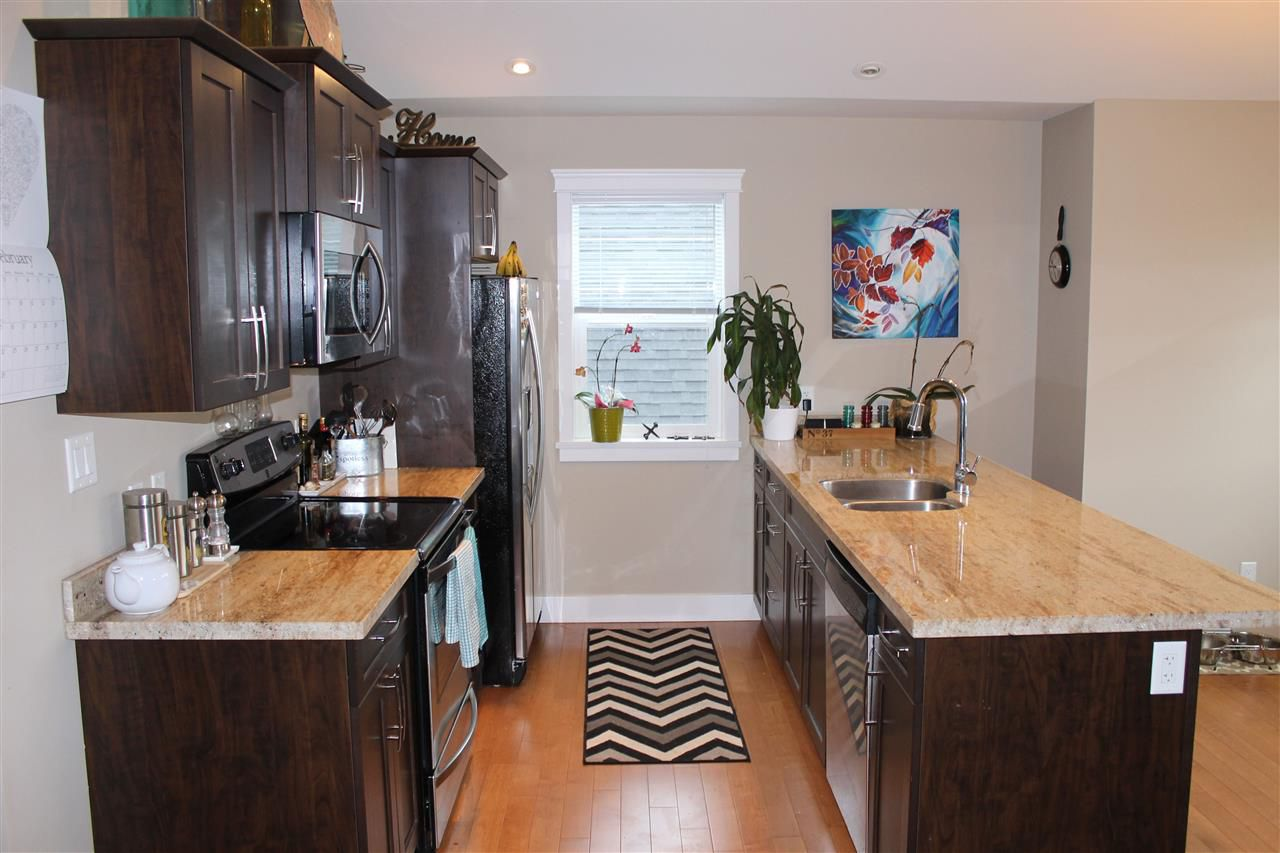 Photo 3: Photos: 207 518 SHAW Road in Gibsons: Gibsons & Area Townhouse for sale (Sunshine Coast)  : MLS®# R2053889