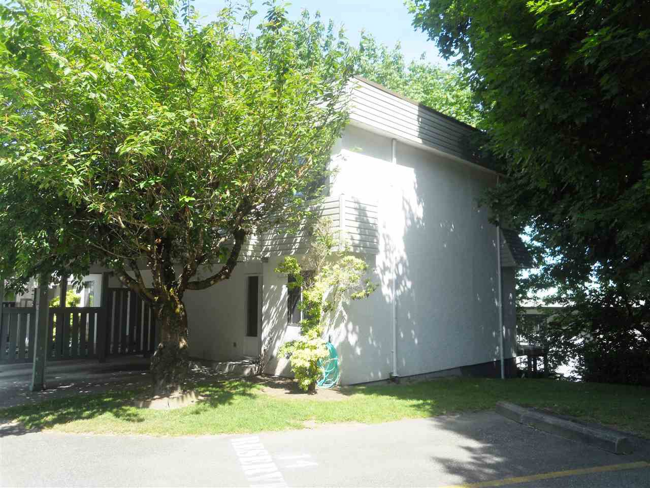 "Main Photo: 41 2830 W BOURQUIN Crescent in Abbotsford: Central Abbotsford Townhouse for sale in ""ABBOTSFORD COURT"" : MLS®# R2074174"