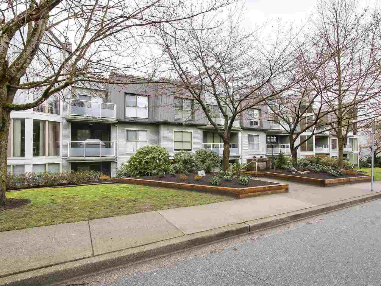"""Main Photo: 307 68 RICHMOND Street in New Westminster: Fraserview NW Condo for sale in """"GATEHOUSE PLACE"""" : MLS®# R2149191"""