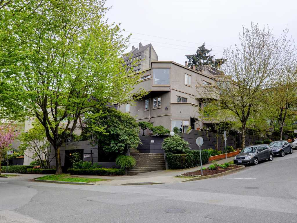 Main Photo: 42 870 W 7TH Avenue in Vancouver: Fairview VW Townhouse for sale (Vancouver West)  : MLS®# R2162016