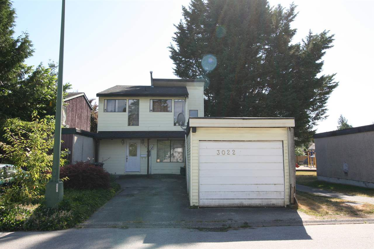 Main Photo: 3022 MAPLEBROOK Place in Coquitlam: Meadow Brook House for sale : MLS®# R2191223