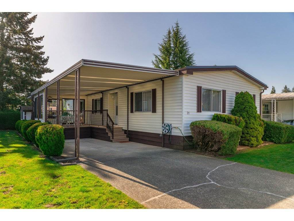"Main Photo: 21 8670 156 Street in Surrey: Fleetwood Tynehead Manufactured Home for sale in ""WESTWOOD COURT"" : MLS®# R2260278"