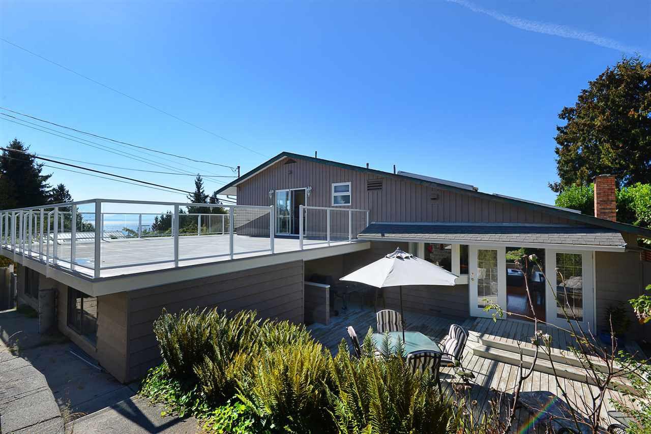 Main Photo: 5130 CHAPMAN Road in Sechelt: Sechelt District House for sale (Sunshine Coast)  : MLS®# R2327889