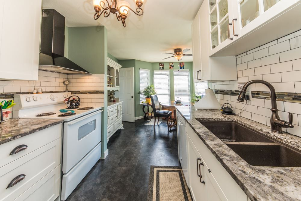 """Main Photo: 21 12296 224 Street in Maple Ridge: East Central Townhouse for sale in """"THE COLONIAL"""" : MLS®# R2365458"""