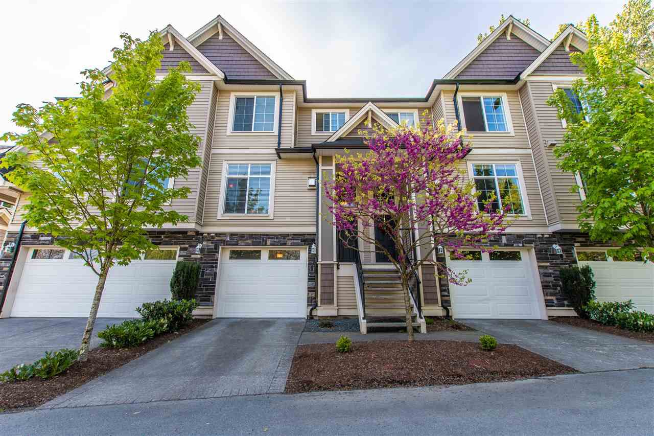 """Main Photo: 18 46832 HUDSON Road in Sardis: Promontory Townhouse for sale in """"CONERSTONE HAVEN"""" : MLS®# R2366994"""