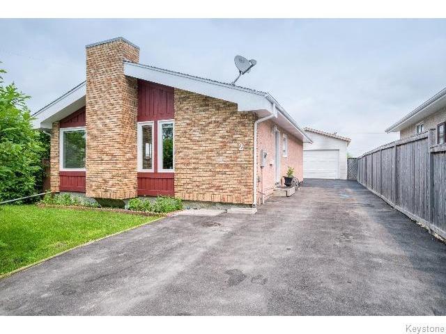 Main Photo: 2 Bellemer Drive in WINNIPEG: Fort Garry / Whyte Ridge / St Norbert Residential for sale (South Winnipeg)  : MLS®# 1518436