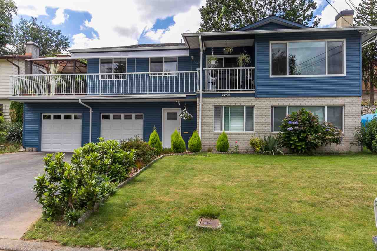 Main Photo: 2253 BEDFORD Place in Abbotsford: Abbotsford West House for sale : MLS®# R2100108