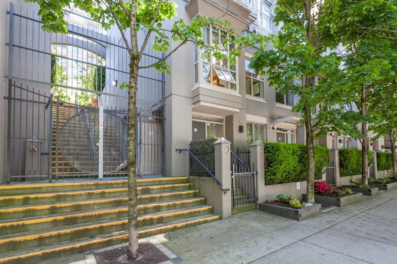 Main Photo: 979 RICHARDS Street in Vancouver: Downtown VW Townhouse for sale (Vancouver West)  : MLS®# R2180094