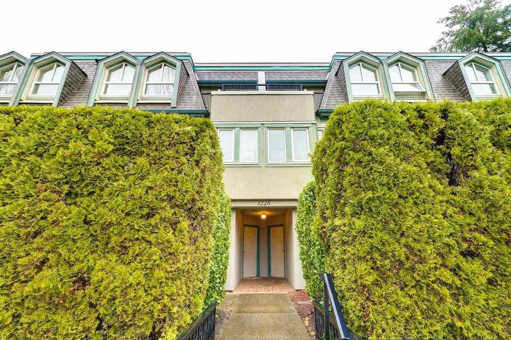 Main Photo: 27 1225 BRUNETTE AVENUE in Coquitlam: Maillardville Townhouse for sale : MLS®# R2250938