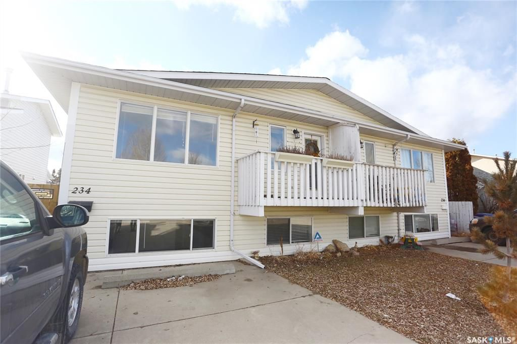 Main Photo: 234 Lochrie Crescent in Saskatoon: Fairhaven Residential for sale : MLS®# SK764678