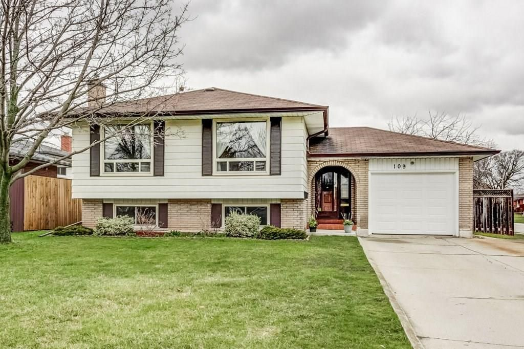 Main Photo: 109 STONEY BROOK Drive in Stoney Creek: Residential for sale : MLS®# H4050939