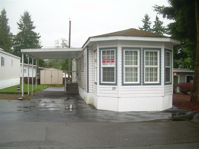 "Main Photo: 10 15820 FRASER Highway in Surrey: Fleetwood Tynehead Manufactured Home for sale in ""Greentree Estates"" : MLS®# F1322710"