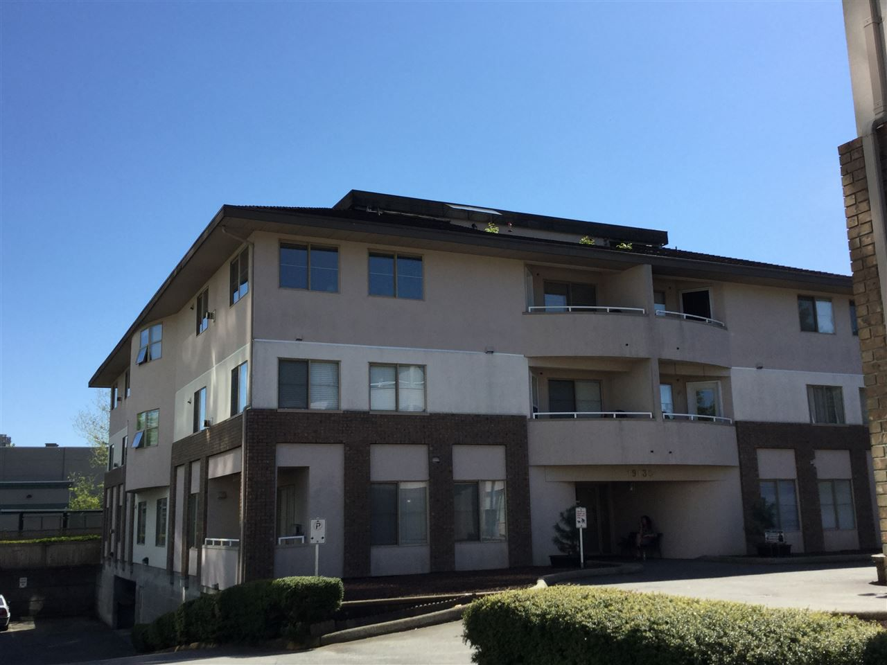 """Main Photo: 302 19130 FORD Road in Pitt Meadows: Central Meadows Condo for sale in """"BEACON SQUARE"""" : MLS®# R2169590"""
