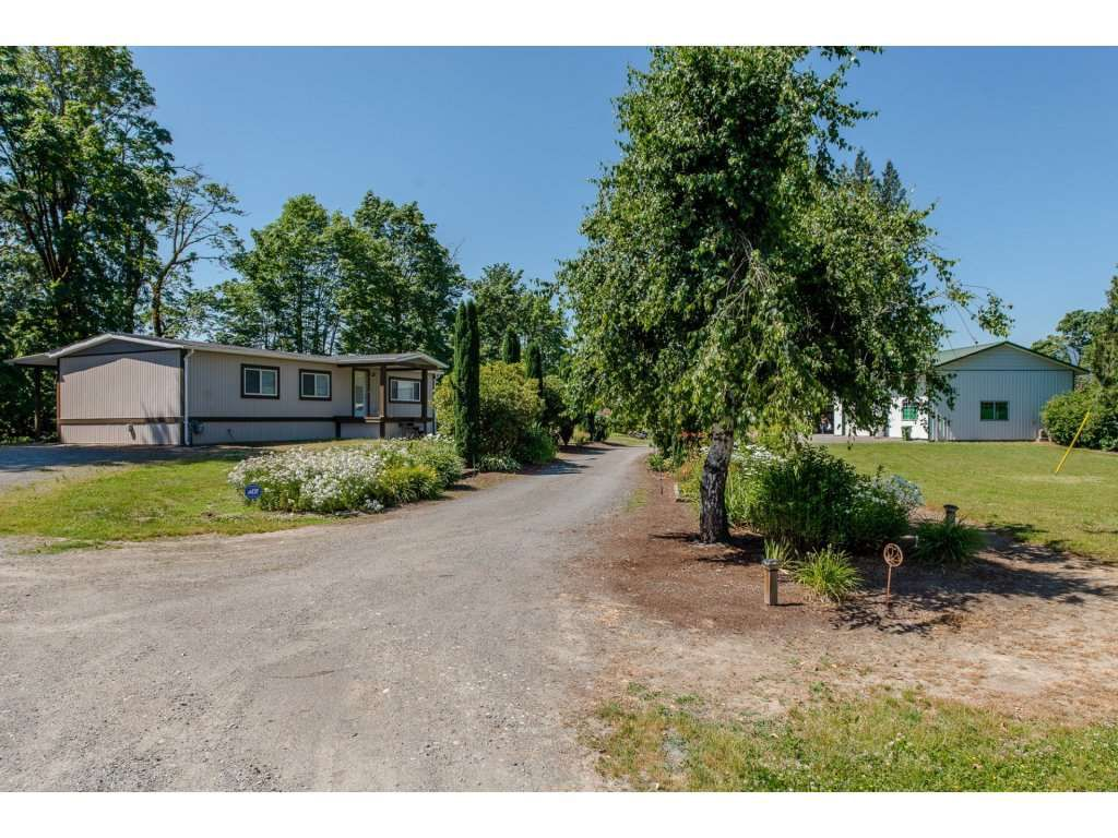 Main Photo: 47952 JESS Road in Chilliwack: Fairfield Island Manufactured Home for sale : MLS®# R2185981