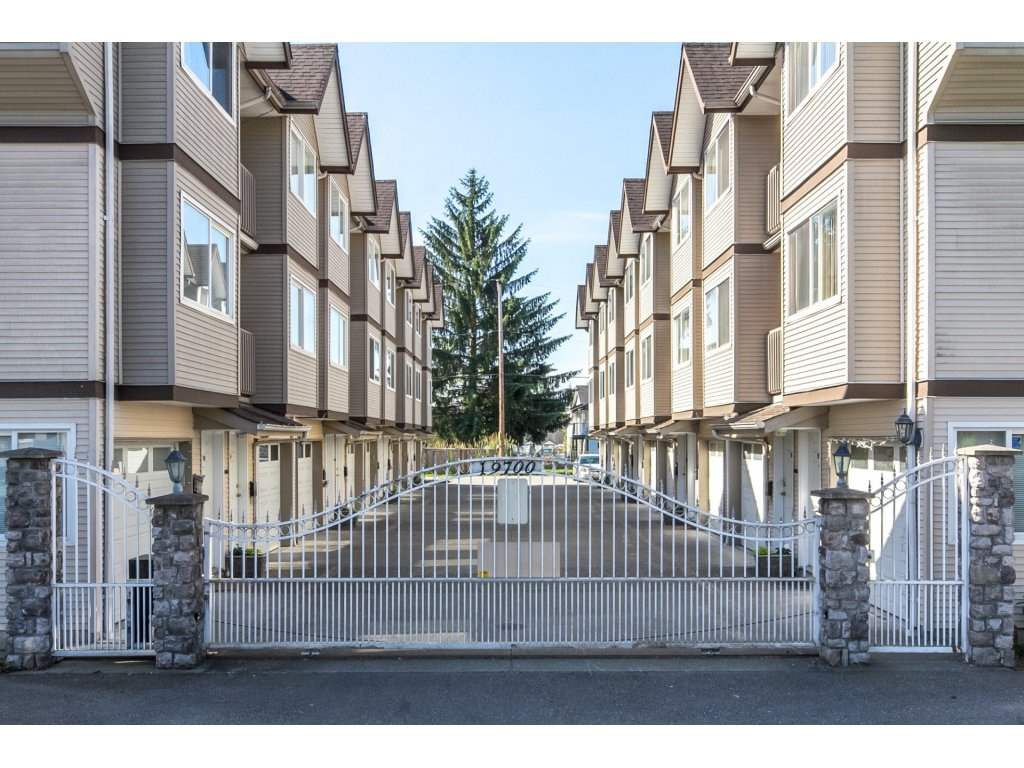 Main Photo: 101 19700 56 AVENUE in Langley: Langley City Townhouse for sale : MLS®# R2175024