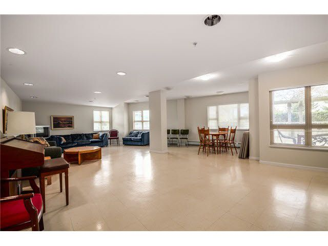 """Photo 18: Photos: 801 121 W 15TH Street in North Vancouver: Central Lonsdale Condo for sale in """"ALEGRIA"""" : MLS®# R2196958"""