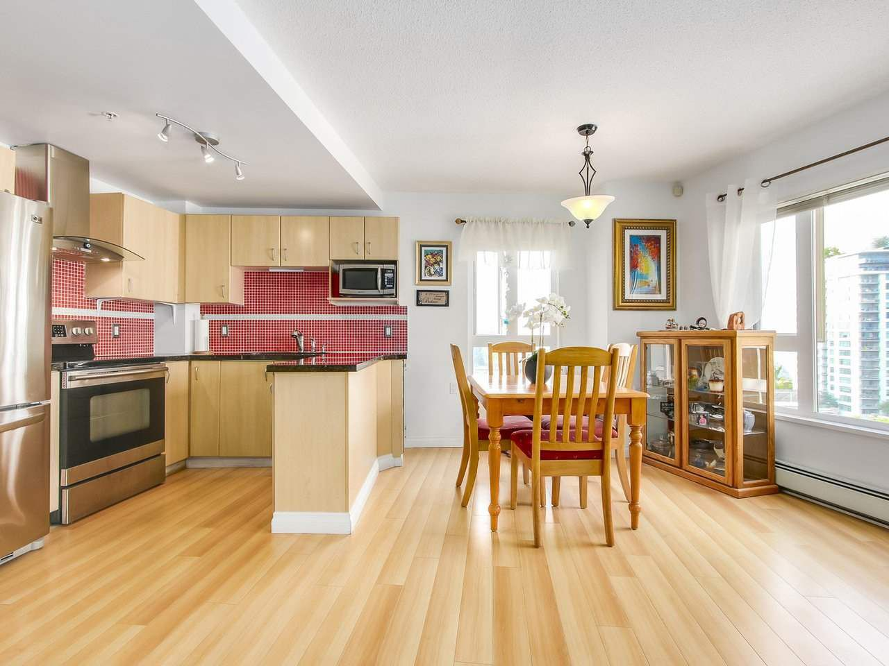 """Photo 11: Photos: 801 121 W 15TH Street in North Vancouver: Central Lonsdale Condo for sale in """"ALEGRIA"""" : MLS®# R2196958"""