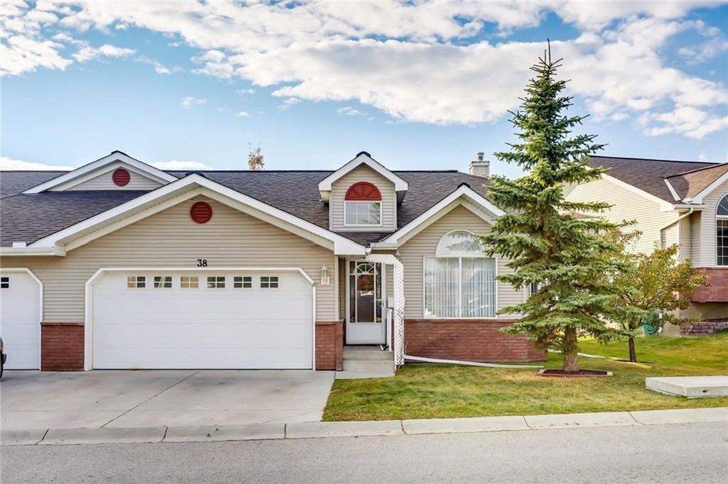 Main Photo: 38 SCOTIA Landing NW in Calgary: Scenic Acres House for sale : MLS®# C4142062