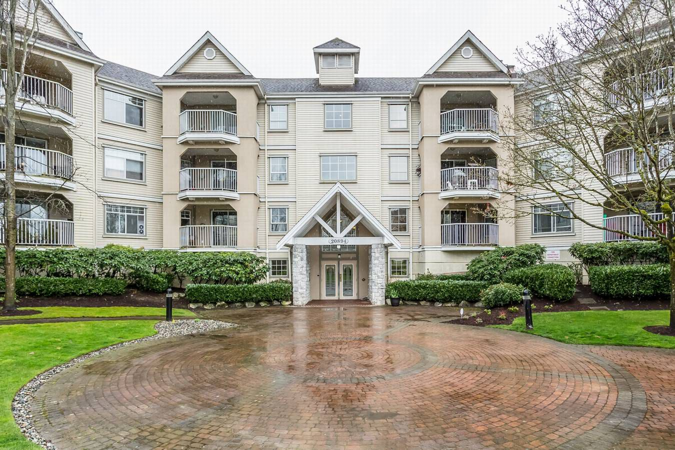 """Main Photo: 215 20894 57 Avenue in Langley: Langley City Condo for sale in """"BAYBERRY LANE"""" : MLS®# R2254851"""