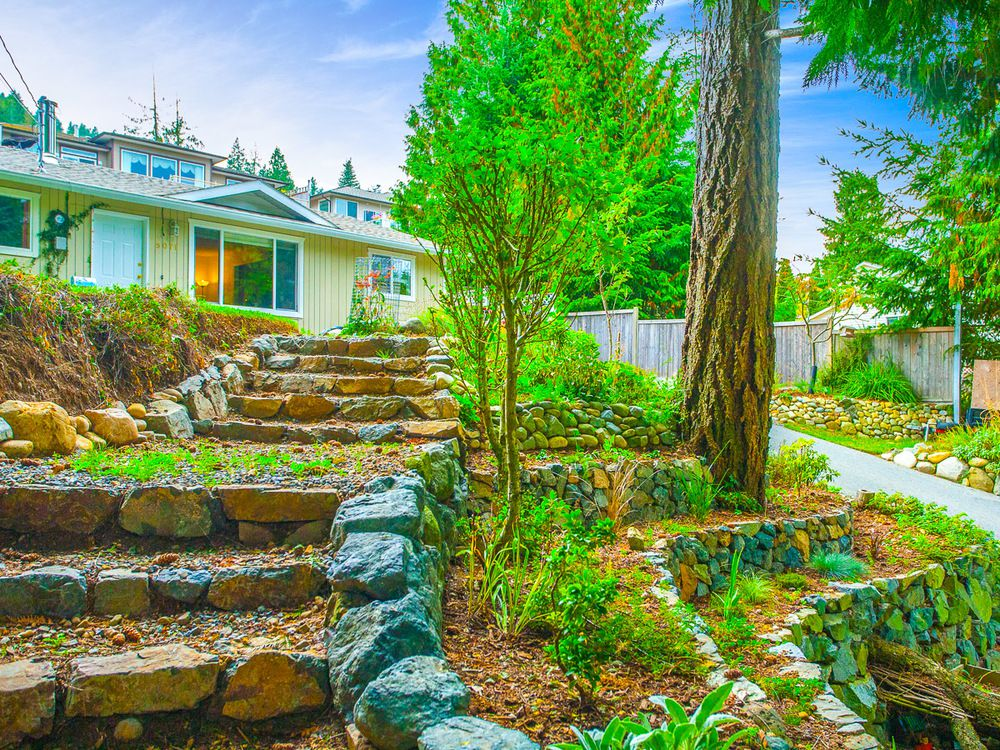 Main Photo: 5071 Hammond Bay Rd in Nanaimo: House for sale : MLS®# 382144